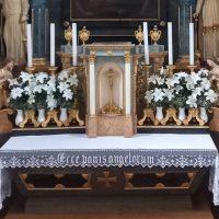 Az oltár menzája és a tabernákulum